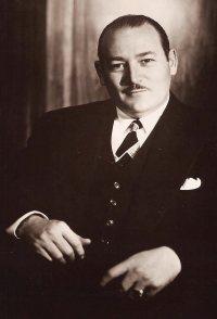 Robert L. Lippert