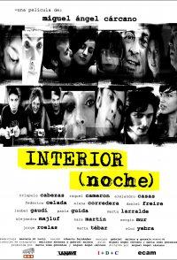Interior (noche)